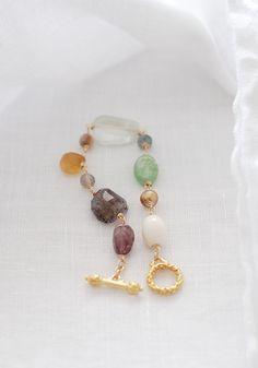 いろいろな天然石のブレスレット #Irisの画像1枚目 Handmade Bracelets, Bangle Bracelets, Handmade Jewelry, Metal Jewelry, Beaded Jewelry, Jewelry Necklaces, Diy Necklace, Artisan Jewelry, Jewelry Crafts