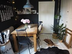 Black kitchen nook