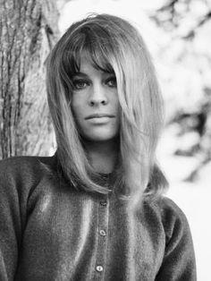 Battle of the Blondes: Julie Christie VS Diana Dors. Britt Ekland, Brigitte Bardot, Classic Beauty, Timeless Beauty, Iconic Beauty, Julie Christie Movies, 14 Avril, Dr Zhivago, Doctor Zhivago
