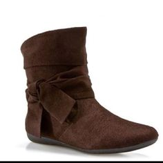 Cute boots I going to get a pair like these for the winter  Totally cute outfit I was thinking skinny jeans with these boots and a matching colored jacket with a scarf . #perfect  #cute