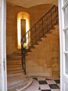 Hôtel de Beauvais, 68 rue Francois Miron. Paris 4e