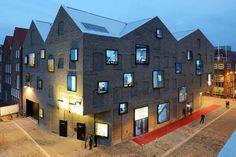 Construído pelo van Dongen-Koschuch na Venlo, The Netherlands na data 2014. Imagens do Allard van der Hoek. Grenswerk, parte da cidade medieval sobre o Rio Maas, está se tornando o futuro coração criativo e cultural do estado...