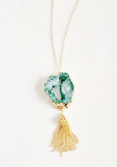 Have an 'apatite' for stylish accessories and don't know where to turn? This jade green pendant necklace will fix you right up! Featuring a gorgeous geode-inspired design outlined in glistening gold, and adorned with fun fringe, this accessory is the cool 'clastic' your wardrobe craves!