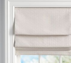 Discover Pottery Barn's collection of custom blinds and window shades. Our blinds come in cotton, linen and natural fibers adding sophistication to any room. Bathroom Window Treatments, Window Treatments Living Room, Bathroom Windows, Hollywood Regency, Diy Roman Shades, Roman Shade Ideas, Cordless Roman Shades, Store Bateau, Curtains With Blinds