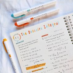 """studie-s: """" for anyone wondering, i used zebra mildliners highlighters for this photo insta: studie_ss ✨ """" Bullet Journal School, Bullet Journal Notes, Bullet Journal Writing, Life Hacks For School, School Study Tips, Class Notes, School Notes, Bellet Journal, School Organization Notes"""