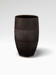 Lucie Rie - lovely! Everyone is on a cross-hatching binge at the moment. I can see why.