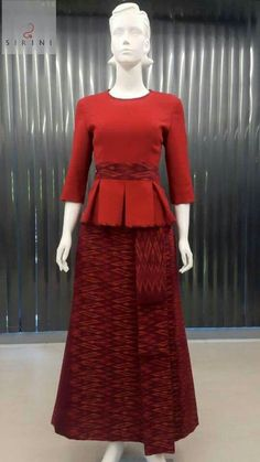Shop sexy club dresses, jeans, shoes, bodysuits, skirts and more. Lace Skirt And Blouse, Full Skirt Dress, Silk Dress, African Fashion Dresses, African Dress, Fashion Outfits, Shweshwe Dresses, Thai Dress, Batik Dress