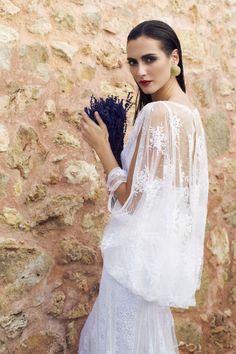 ¿Conoces la firma de #moda Charo Ruiz Ibiza? Desfilará en la Pasarela Costura España, el próximo martes 20 de mayo, en el Palacio Cibeles de Madrid, con la #modelo Barbara Garcia, que es imagen de la campaña y cerrará el desfile. #moda #nupcial #novias