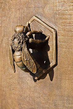 Bee door knocker on gate - Avenue Station, Sunset Park, Brooklyn Door Knockers Unique, Door Knobs And Knockers, Cool Doors, Unique Doors, Door Detail, Bee Art, Door Accessories, Door Furniture, Bees Knees
