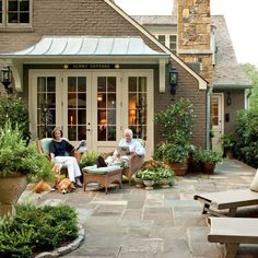 Courtyard After - Cape Cod Cottage Style & Decorating Ideas - Southern Living Chalet Cape Cod, Cape Cod Cottage, Cottage Patio, Cottage Exterior, Casas Tudor, Outdoor Rooms, Outdoor Living, Outdoor Kitchens, Indoor Outdoor