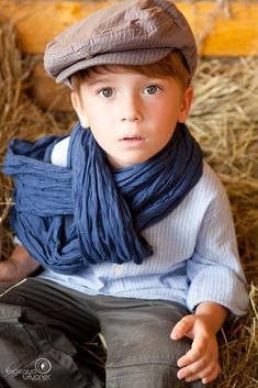 what a sweet face.....but don't like the scarf