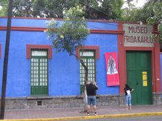 Yummy colors for my Frida Bedroom...again...woohoo!!!  Google Image Result for http://www.viajes.net/imagenes/americadelnorte/mexico/mexicodistritofederal/museofridakahlo(1).jpg