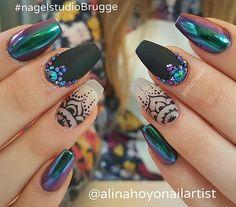 #alinahoyonailartist#gelish#nails #nailartmagazine #prettynails #nailtutorial #nailart#gelnagels #love#nailartaddict #instanails #instanailart #gelish #gelnail#nailpromagazine#nagelstudio#nailsmagazine#nailswag#swarovskinail