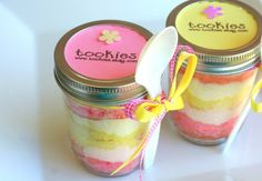 One of my favorite cake combinations, pink and yellow. And in a jar, awesome! Strawberry Lemonade Cake, 2nd Birthday, Birthday Parties, Jar Cakes, Yummy Treats, Sweet Treats, Box Of Sunshine, Sunshine Birthday, Cake In A Jar