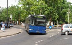 Mentem tegnap a busszal, jegyet váltottam és leültem, kisvártatva azonban mindenki a busz hátulsó fele irányába fordult, ahonnan kiáltás hallatszott! Megfordultam én is, aztán…