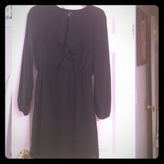 H&M black dress Long sleeve. Ruffle in the neckline. Clip in the front. To the knee. H&M Dresses Midi