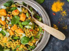 One Pot: Linsen-Dhal mit Spinat und Süßkartoffeln