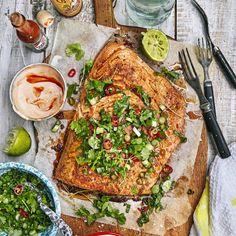 Grillad lax med chilimajonnäs – recept | Mitt kök Bbq Salmon In Foil, Lchf, Vegetable Pizza, Quiche, Salsa, Grilling, Fish, Dinner, Breakfast