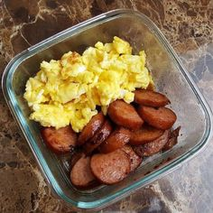 Creative Low Carb Food Ideas, Fun Snacks & Simple LCHF Meals - LCHF Breakfast Foods: BBQ Smoked Sausage & Scrambled Eggs Source by lowcarbtraveler. Lunch Meal Prep, Healthy Meal Prep, Healthy Drinks, Healthy Snacks, Healthy Eating, Simple Snacks, Creative Snacks, Meal Prep Low Carb, Meal Prep Breakfast