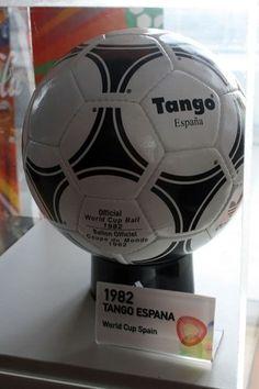 3db94ed436437 20 melhores imagens de All Worlds Cup s Balls