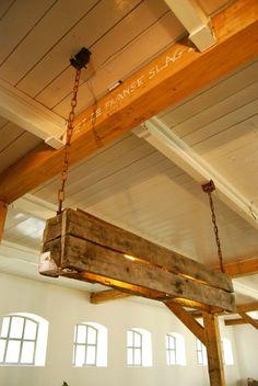 Sloophouten hanglamp gemaakt van oude pallets / door CornelisDouma