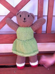 She has socks and shoes! Mother Bears, Knitting For Kids, Knit Or Crochet, Ravelry, Project Ideas, Projects, Knitting Patterns, Baby Kids, Daisy
