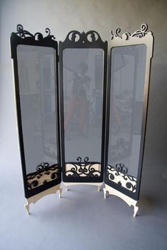 Full Size Mirrors  | Full three sided mirror with decorative details.