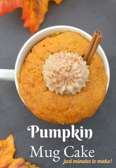 Easy Pumpkin Mug Cake topped with a dollop of Cinnamon Buttercream Frosting. Takes less than 2 minutes to cook! When you have a taste for cake but don't want to make a whole once, make this Pumpkin Mug Cake in minutes! Mug Recipes, Pumpkin Recipes, Fall Recipes, Dessert Recipes, Cooking Recipes, Dinner Recipes, Mug Cake Microwave, Microwave Recipes, Mug Cake Rezept