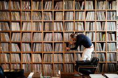 Коллекции виниловых пластинок на фотографиях Эйлон Пас (Eilon Paz)