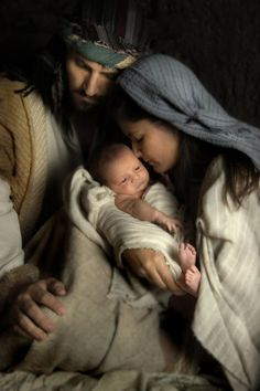 Browse through images in Helen Robson's Luke 2 Collection collection. The story of the birth of Jesus Christ from Luke told through fine art photography images by Helen Thomas Robson of Captured Miracles Productions. Luke 2, Happy Birthday Jesus, Birth Of Jesus, Jesus Son, Baby Jesus, Blessed Mother Mary, Mary And Jesus, Jesus Pictures, Holy Family Pictures