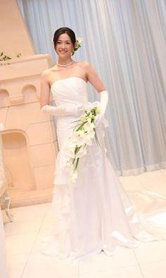 まるでモデルさんみたい!テイスト別・お手本にしたい花嫁のコーディネート【ウェディングドレス編】 - NAVER まとめ