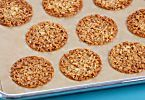 Cocina la receta Florentinas clásicas (Classic florentine cookies) de Anna Olson