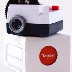 Projecteo, le plus petit projecteur du monde  http://www.etvonweb.be/62909-high-tech-projecteo-le-plus-petit-projecteur-du-monde