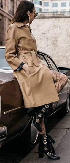Besides my old dream of driving one around Côte d'Azur, I've always wanted to shoot a inspired editorial with a car just like that. Fall Kimono, Kaftan Designs, Fashion Design Books, Mode Editorials, Dior Fashion, Editorial Fashion, Car Editorial, Fashion Sketchbook, Casual Summer Outfits