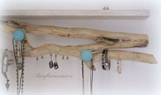 2 en 1 -ETAGERE et PORTE BIJOUX BOIS FLOTTÉ ET BOIS PATINE. DÉCO NATURELLE. PI...   #bijoux #Bois #deco #en #Etagère #flotté #naturelle #PATINÉ #pi #porte Homemade Face Masks, Driftwood, Etsy, Inspiration, Tampons, Corsica, Composition, Presentation, Display