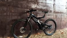 Quickly get around in style with the Nireeka Ultralight Smart eBike. The Nireeka Smart eBike features an ultralight monocoque carbon fiber frame that makes it easy to take with you anywhere. Additionally, the eBike comes Electric Bike Wheel, Electric Cars, Custom Cycles, Custom Bikes, Power Ranges, Fat Bike, Bike Design, Diy Frame, Bike Life