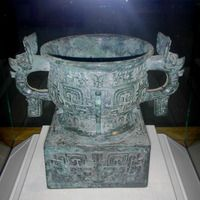 Western Zhou Gui Vessel - Zhou dynasty - Wikipedia, the free encyclopedia. A Western Zhou bronze gui vessel, BC Ancient China, Ancient Art, Korean Art, Asian Art, Bronze Age Collapse, Zhou Dynasty, Cradle Of Civilization, Chinese Ceramics, Iron Age