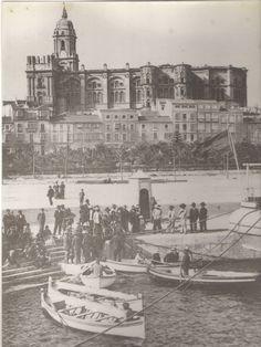 ALAs de Málaga - Fotos antiguas de Málaga - FOTOS Y VÍDEOS Malaga Spain, Vintage Architecture, Paris Skyline, Louvre, Building, Places, Travel, Painting, Landscapes