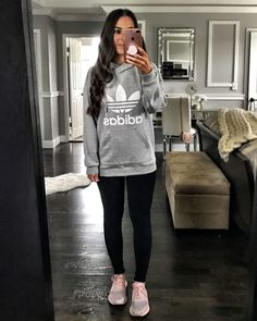 Flat lays come to life cute outfits мода Leggings Outfit Fall, Cute Outfits With Leggings, Sweatshirt Outfit, Black Leggings, Grey Sweatshirt, Look Adidas, Dress Outfits, Casual Outfits, Cricut