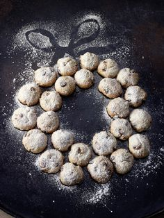 Quarkstollen-Konfekt, ein schönes Rezept aus der Kategorie Kekse & Plätzchen. Bewertungen: 425. Durchschnitt: Ø 4,6. Hershey Kiss Cookies, German Cookies, Baking Classes, Anna, Backwaren, Mets, Biscuit Cookies, Sweet Cakes, Holiday Cookies
