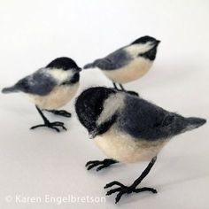 This little chickadee is needle felted from soft new wool and stands on wire, linen-wrapped feet. Almost life-size and full of authentic expression that makes it look real! Each bird is approximately Wool Needle Felting, Needle Felting Tutorials, Needle Felted Animals, Felt Animals, Felted Wool, Felt Diy, Felt Crafts, Wool Art, Felt Birds