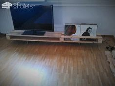35 Amazing Tv Stands & Cabinets Made Out Of Wood Pallets Pallet TV Stands & Racks Tv Stand Rack, Tv Stand Cabinet, Diy Tv Stand, Wooden Tv Stands, Pallet Tv Stands, Diy Pallet Furniture, Diy Pallet Projects, Playhouse Furniture, Pallet Playhouse