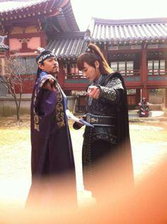 Joo Jin Mo & Jin Yi Han on the set of Empress Ki