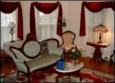 Ideas For Vintage Bedroom Ideas Victorian Sitting Rooms Victorian Sofa, Victorian Living Room, Victorian Home Decor, Victorian Parlor, Victorian Interiors, Victorian Design, Victorian Furniture, Victorian Houses, Victorian Gothic