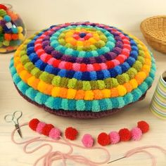 Having had a few requests for how to make my pompom cushion I've compiled a more in depth post for those of you who would like to make one or for those that are simply curious about the proce… Pom Pom Crafts, Yarn Crafts, Diy Crafts, Pom Pom Wreath, Pom Pom Rug, Pom Pom Cushions, Crochet Projects, Sewing Projects, Cushion Tutorial