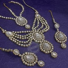 Paloma Necklace + Earrings + Mathapatti by Indiatrend. Shop Now at WWW.INDIATRENDSHOP.COM