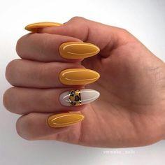 Semi-permanent varnish, false nails, patches: which manicure to choose? - My Nails Fall Nail Art, Autumn Nails, Nail Swag, Love Nails, Fun Nails, Manicure Gel, Pretty Nail Art, Yellow Nails, Fall Nail Designs