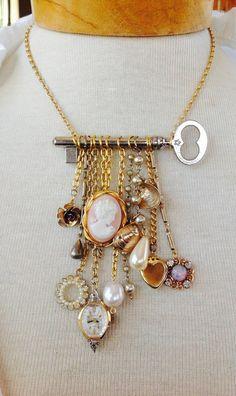 Repurposed skeleton key necklace by VintageValleyGirl on Etsy Key Jewelry, Wire Jewelry, Jewelry Art, Beaded Jewelry, Jewelery, Jewelry Accessories, Vintage Jewelry, Jewelry Necklaces, Fashion Jewelry