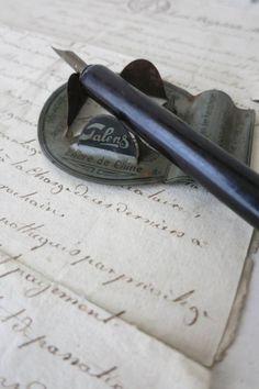 A DIY calligraphy pen holder