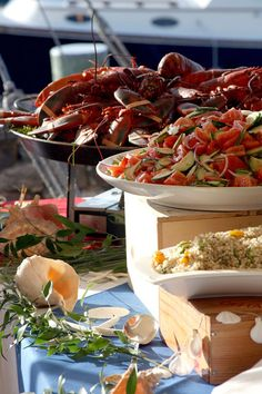 A lobster feast for friends and family at your wedding rehearsal from http://www.thecasualgourmet.com/photos/food
